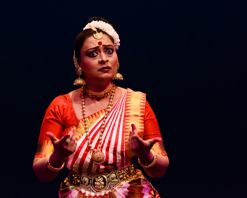 Pallavi Krishnan in <I>Pingala</I>.<br />© Darial Sneed. (Click image for larger version)
