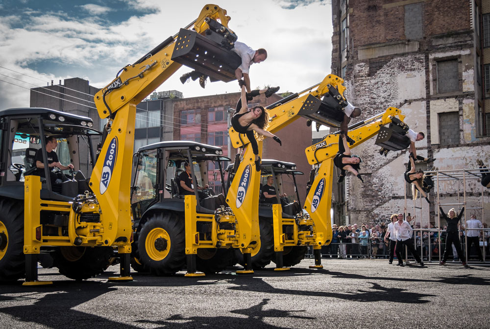 <I>Fragile</I> in Glasgow. Kev Burrow (far right) operates JCB with dancers Daniel Connor and Martina Bussi.<br />© Dan Tucker. (Click image for larger version)