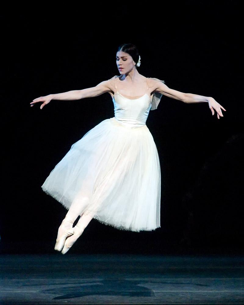 Paloma Herrera in Giselle.© Gene Schiavone. (Click image for larger version)