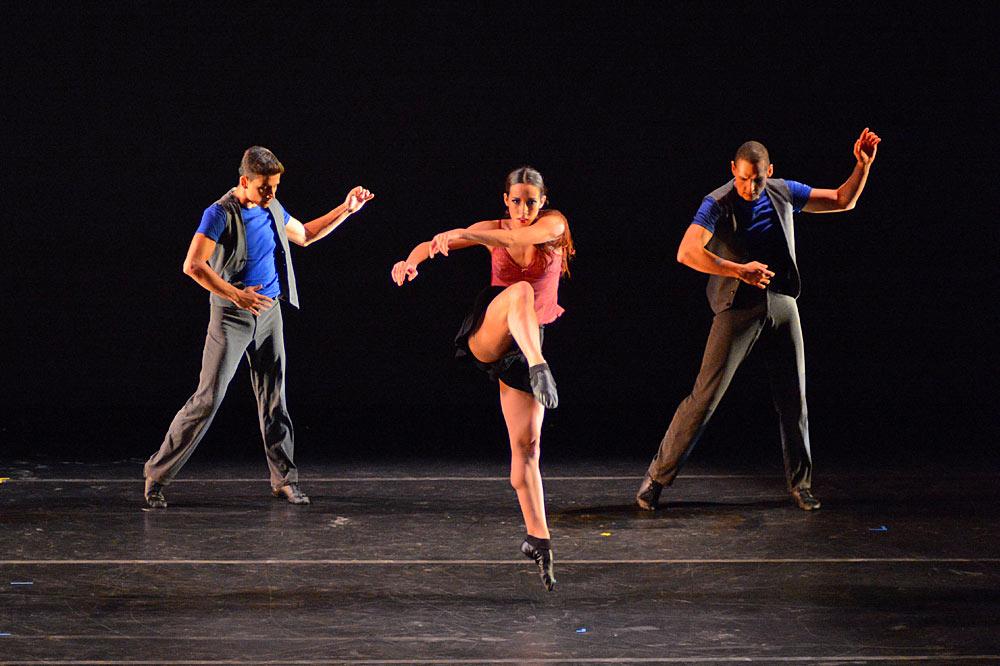 Chamber Dance Project in <I>Sur</I>.<br />© Paul Wegner. (Click image for larger version)