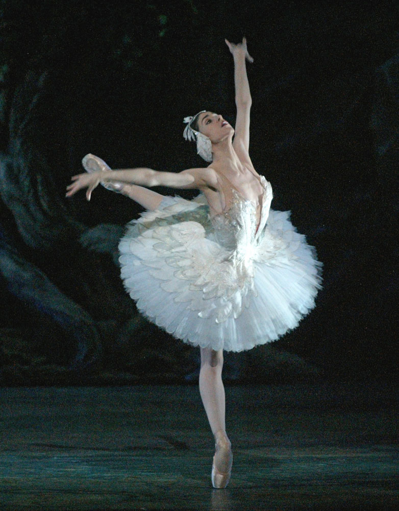 Paloma Herrera in Swan Lake.© Rosalie O'Connor. (Click image for larger version)
