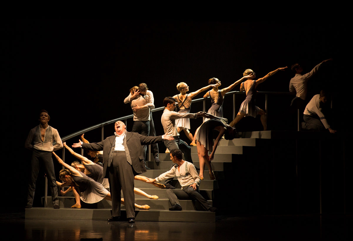 Nick Holder sings Cole Porter on stage with Scottish Ballet dancers in Javier de Frutos' Elsa Canasta.© Andy Ross. (Click image for larger version)