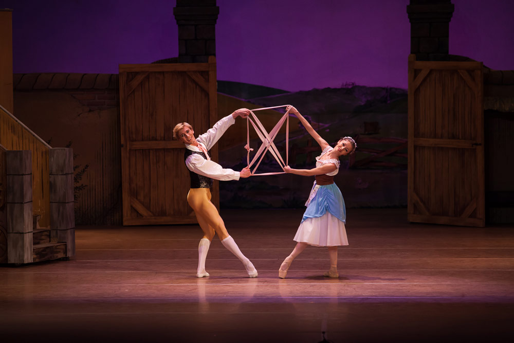 Dawid Trzensimiech and Bianca Fota in Ashton's La fille mal gardée.© Cristian Lazarescu. (Click image for larger version)