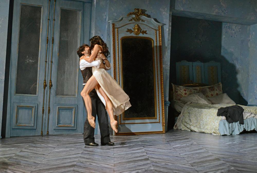Alessandra Ferri and Herman Cornejo in Chéri.© Dave Morgan, courtesy the Royal Opera House. (Click image for larger version)