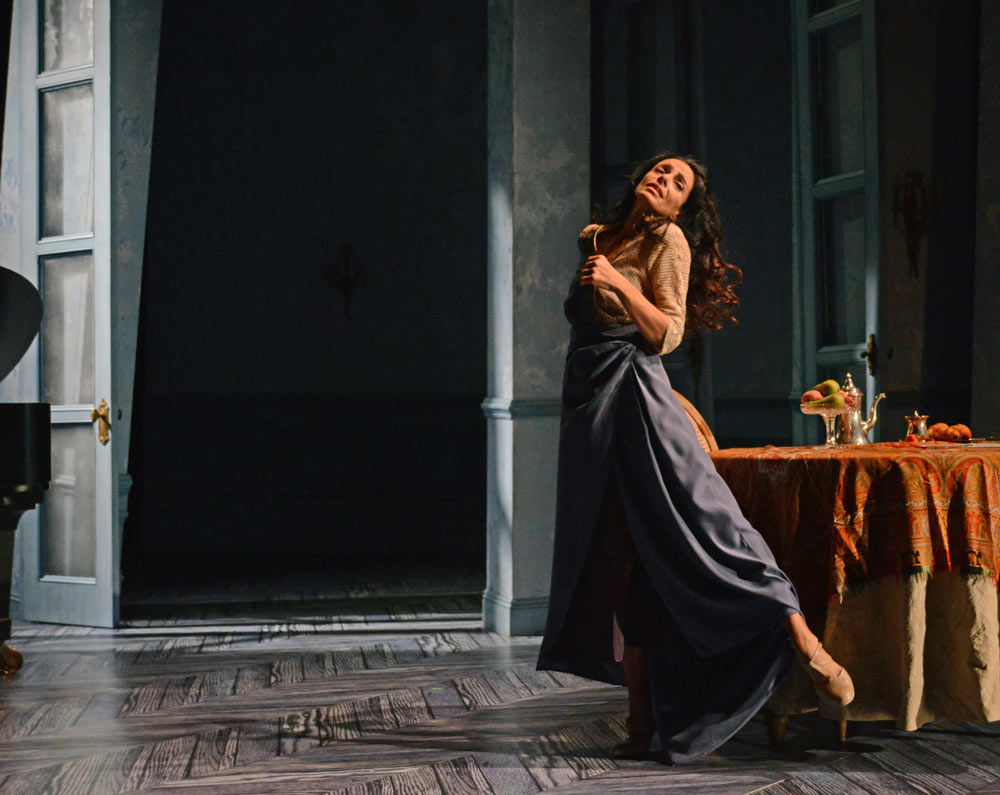 Alessandra Ferri in Chéri.© Dave Morgan, courtesy the Royal Opera House. (Click image for larger version)