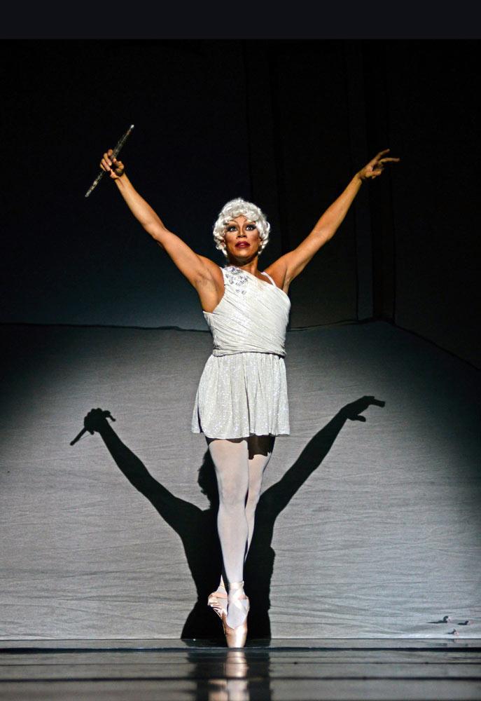 Robert Carter as Olga Supphozova in <I>Don Quixote</I>.<br />© Dave Morgan. (Click image for larger version)