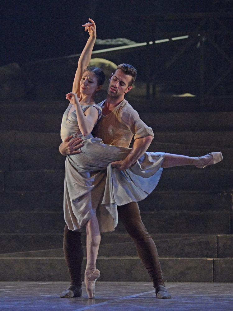 Alina Cojocaru and James Forbat in Liam Scarlett's No Man's Land.© Dave Morgan. (Click image for larger version)