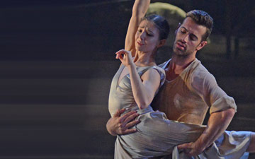 Alina Cojocaru and James Forbat in Liam Scarlett's No Man's Land.© Dave Morgan. (Click image for larger version)