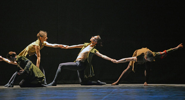 Alina Cojocaru, Begona Cao and the company in Russell Maliphant's <I>Second Breath</I>.<br />© Dave Morgan. (Click image for larger version)