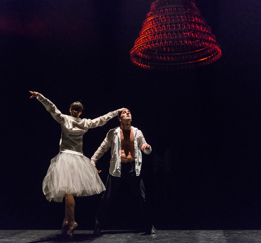 Cas Public in Symphonie Dramatique.© Foteini Christofilopoulou, courtesy the Royal Opera House. (Click image for larger version)