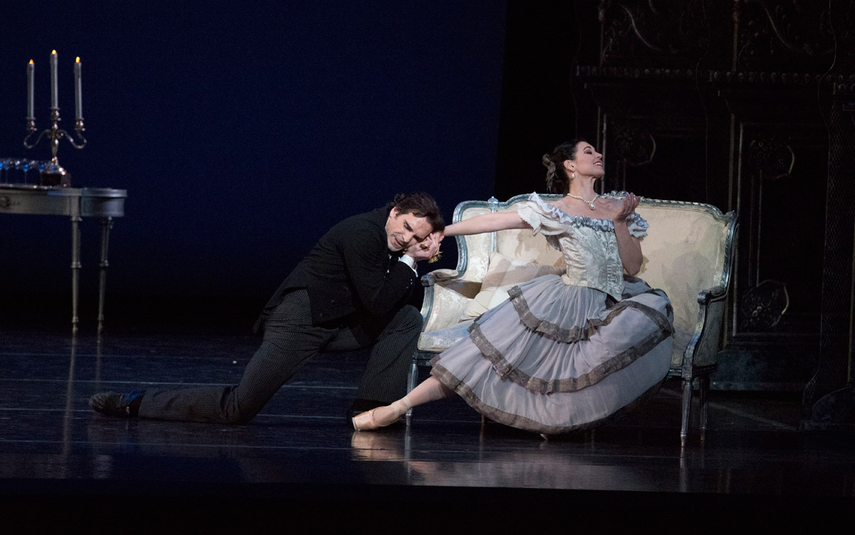 Kathleen Breen Combes and Yury Yanowsky in Val Caniparoli's Lady of the Camellias.© Gene Schiavone. (Click image for larger version)