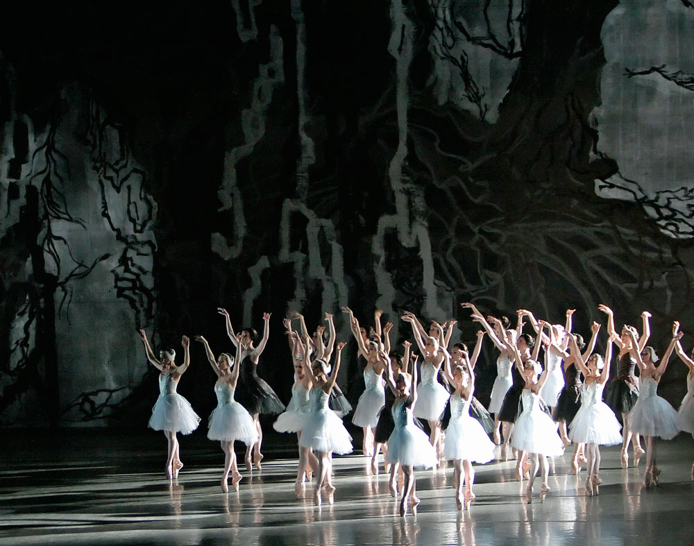New York City Ballet in Peter Martins' <I>Swan Lake</I>.<br />© Paul Kolnik. (Click image for larger version)