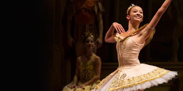 Macarena Giménez in Ashton's <I>Sylvia</I>.<br />© Máximo Parpagnoli, Teatro Colon. (Click image for larger version)