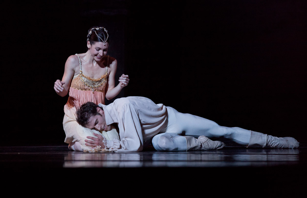 Kathleen Breen Combes and James Whiteside in John Cranko's Romeo and Juliet.© Rosalie O'Connor. (Click image for larger version)
