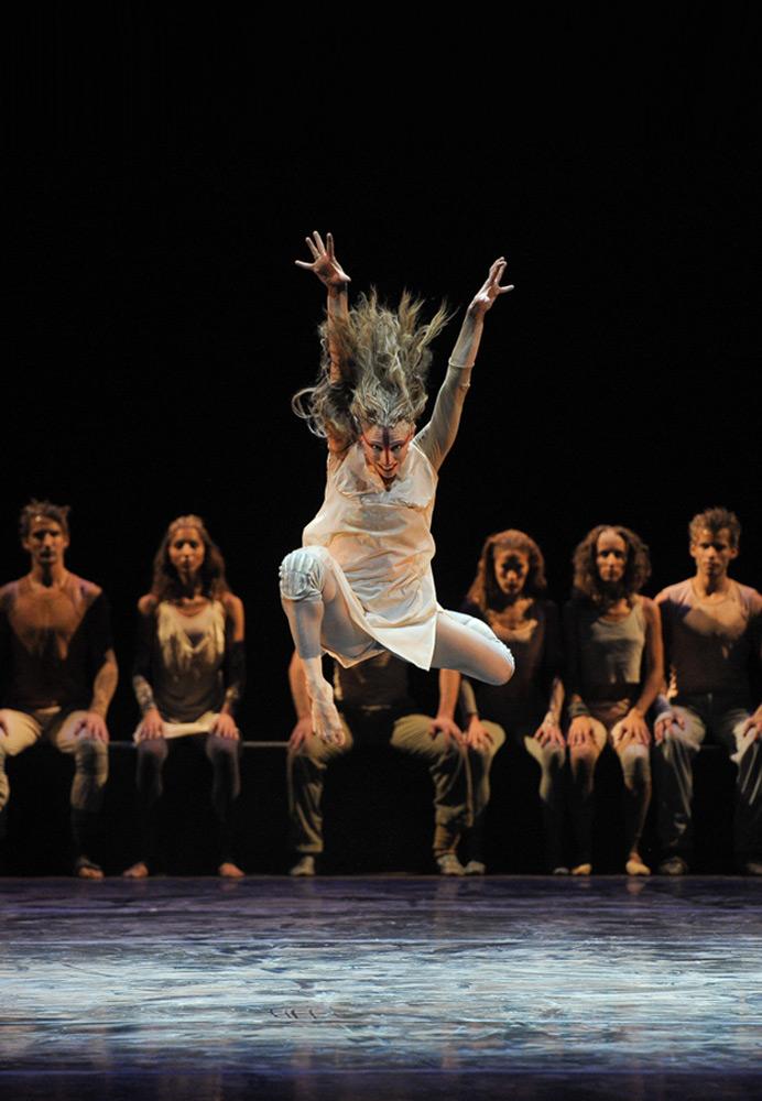 Ballet Nacional SODRE in <I>Consagración de la Primavera</I> (<I>Rite of Spring</I>) by Oscar Araiz.<br />© Santiago Barreiro. (Click image for larger version)