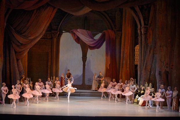 Mariinksy Ballet in <I>Raymonda</I>.<br />© Valentin Baranovsky. (Click image for larger version)