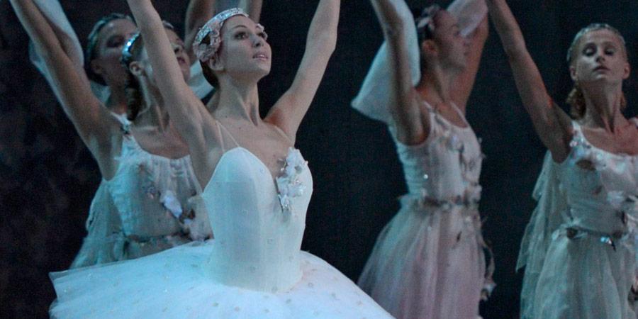 Mariinksy Ballet in Raymonda.© Valentin Baranovsky. (Click image for larger version)