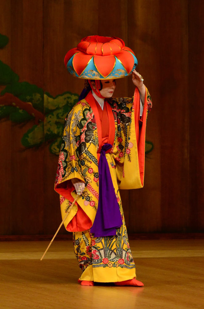 Izumi Higa; courtesy of Yokohama Noh Theater.© Yoshiaki Kanda. (Click image for larger version)