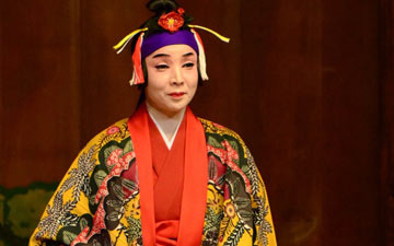 Izumi Higa; courtesy of Yokohama Noh Theater.© Yoshiaki Kanda. (Click image for larger version)