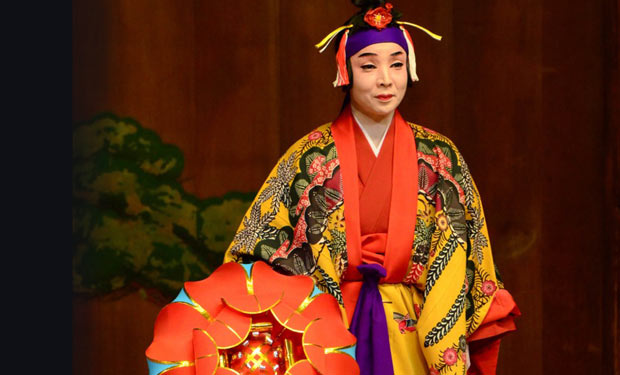 Izumi Higa; courtesy of Yokohama Noh Theater.<br />© Yoshiaki Kanda. (Click image for larger version)