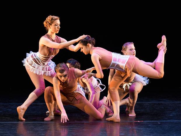 Ballet Memphis in Gabrielle Lamb's <I>I Am A Woman: Moult</I>.<br />© Ari Denison. (Click image for larger version)