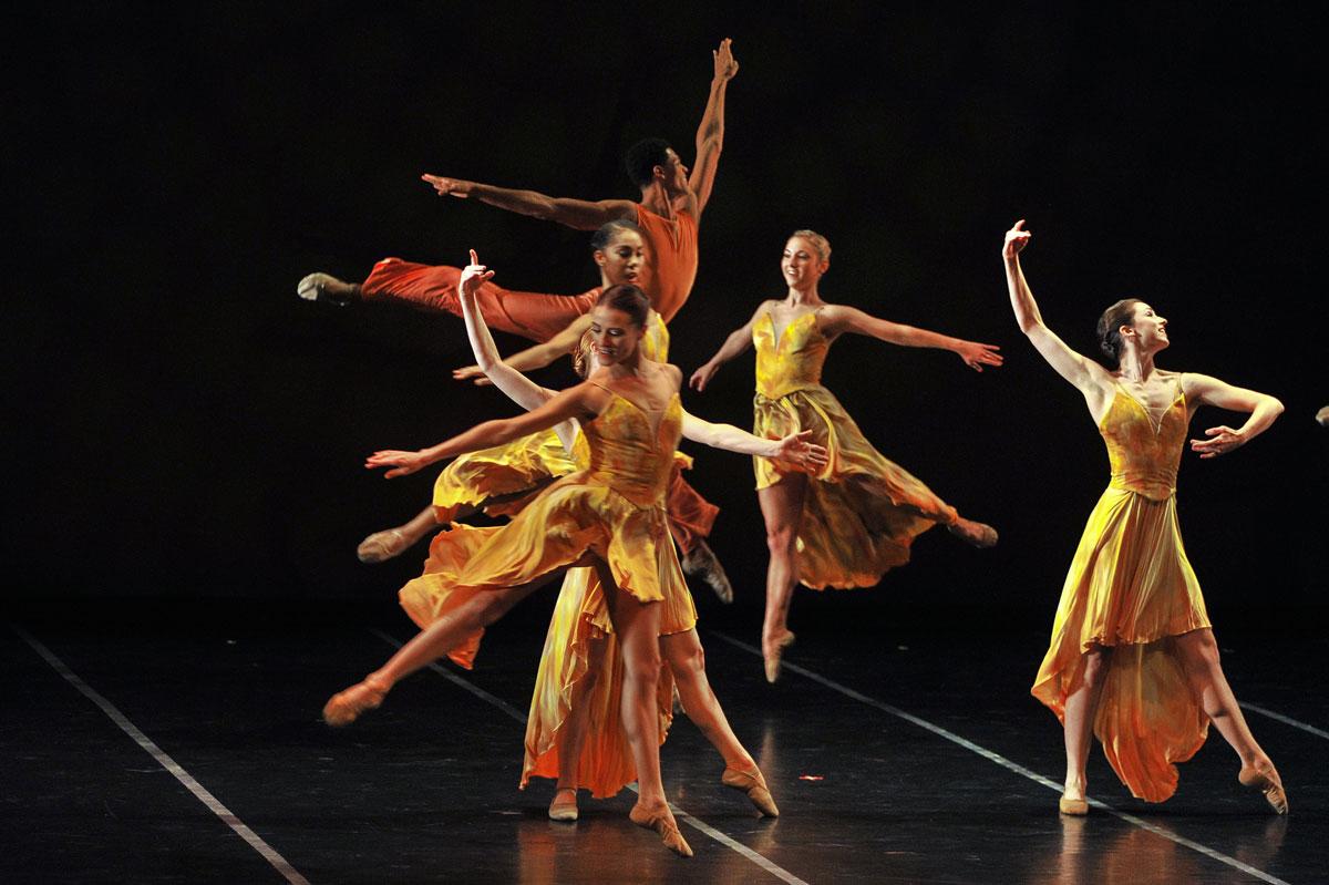 Ballet Memphis in Steven McMahon's Confluence.© Andrea Zucker. (Click image for larger version)
