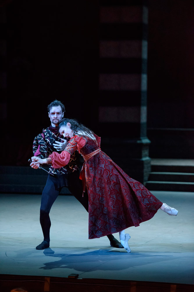 Alina Cojocaru and James Streeter in Romeo and Juliet.© Bill Cooper. (Click image for larger version)