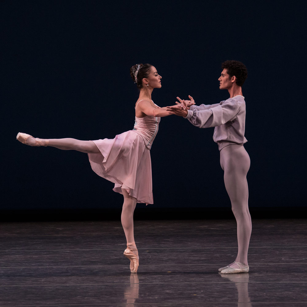 Patricia Delgado and Renan Cerdeiro in Balanchine's Allegro Brillante.© Daniel Azoulay. (Click image for larger version)
