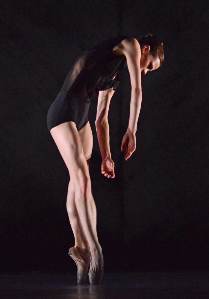 Delia Matthews in Alexander Whitley's Kin.© Dave Morgan. (Click image for larger version)