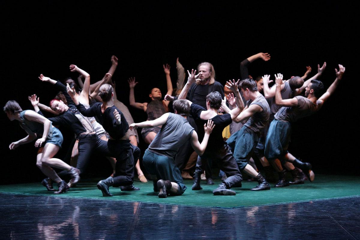 Baltic Dance Theatre in Body Master.© K Mystkowski. (Click image for larger version)