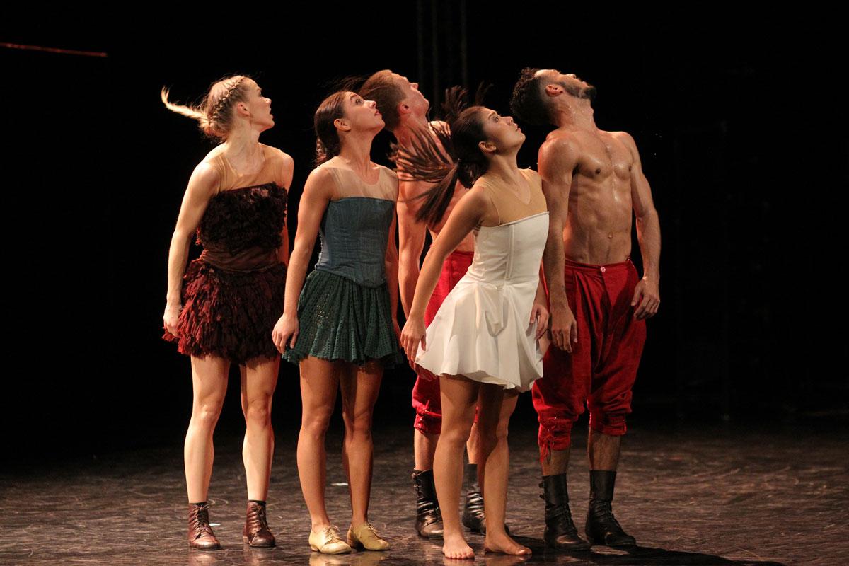 Baltic Dance Theatre in Fun.© K Mystkowski. (Click image for larger version)
