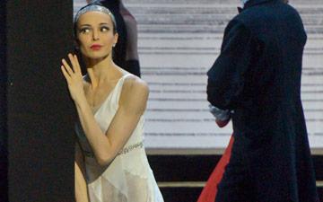 Diana Vishneva in Alexei Ratmansky's Cinderella.© Valentin Baranovsky. (Click image for larger version)