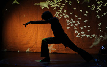 Aakash Odedra in Murmur.© Ars Electronica Linz GmbH / Veronika Pauser. (Click image for larger version)