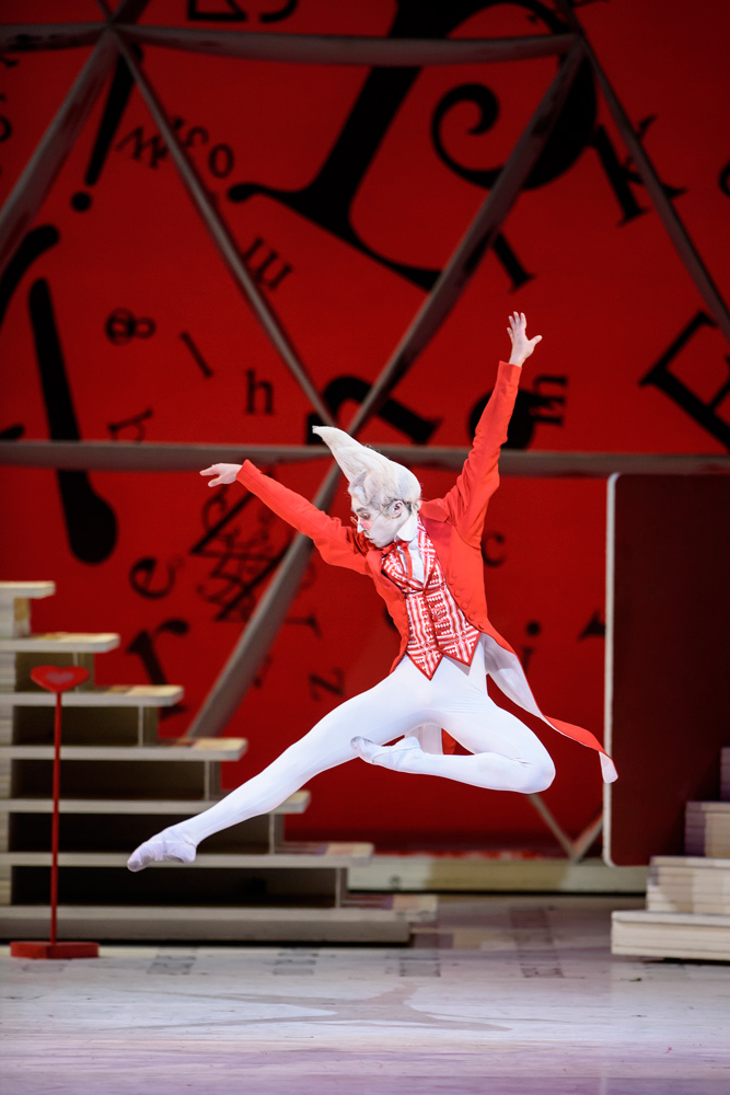James Hay in Alice's Adventures in Wonderland.© Bill Cooper / ROH 2014. (Click image for larger version)