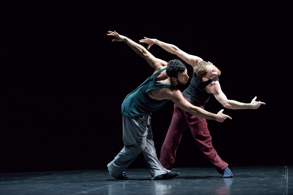 Brigel Gjoka and Riley Watts in William Forsythe's DUO2015.© Bill Cooper. (Click image for larger version)