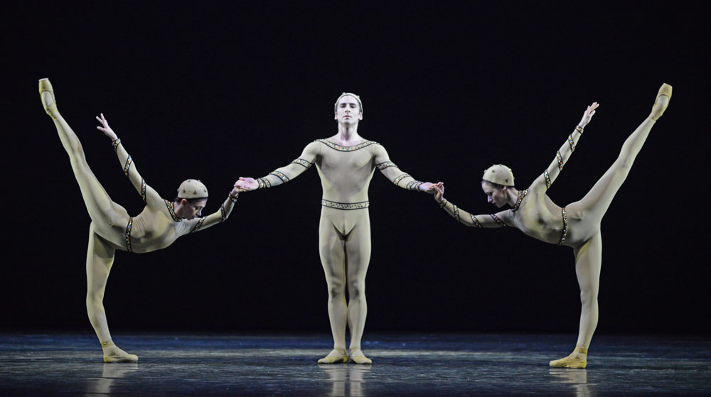 Yasmine Naghdi, Tristan Dyer and Emma Maguire in <I>Monotones I</I>.<br />© Dave Morgan, courtesy the Royal Opera House. (Click image for larger version)