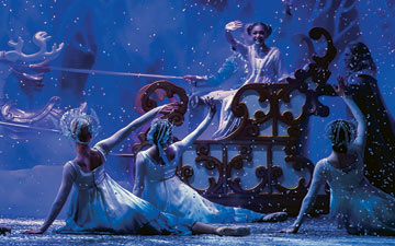 Northern Ballet in The Nutcracker.© Emma Kauldhar. (Click image for larger version)