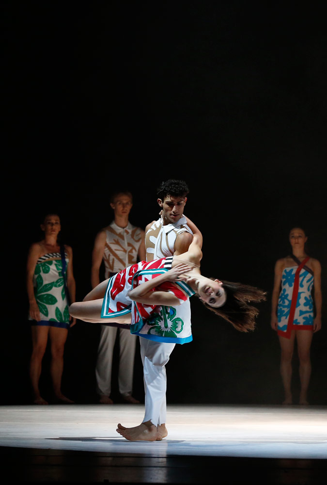 Royal New Zealand Ballet in Anatomy of a Passing Cloud by Javier de Frutos.© Evan Li. (Click image for larger version)