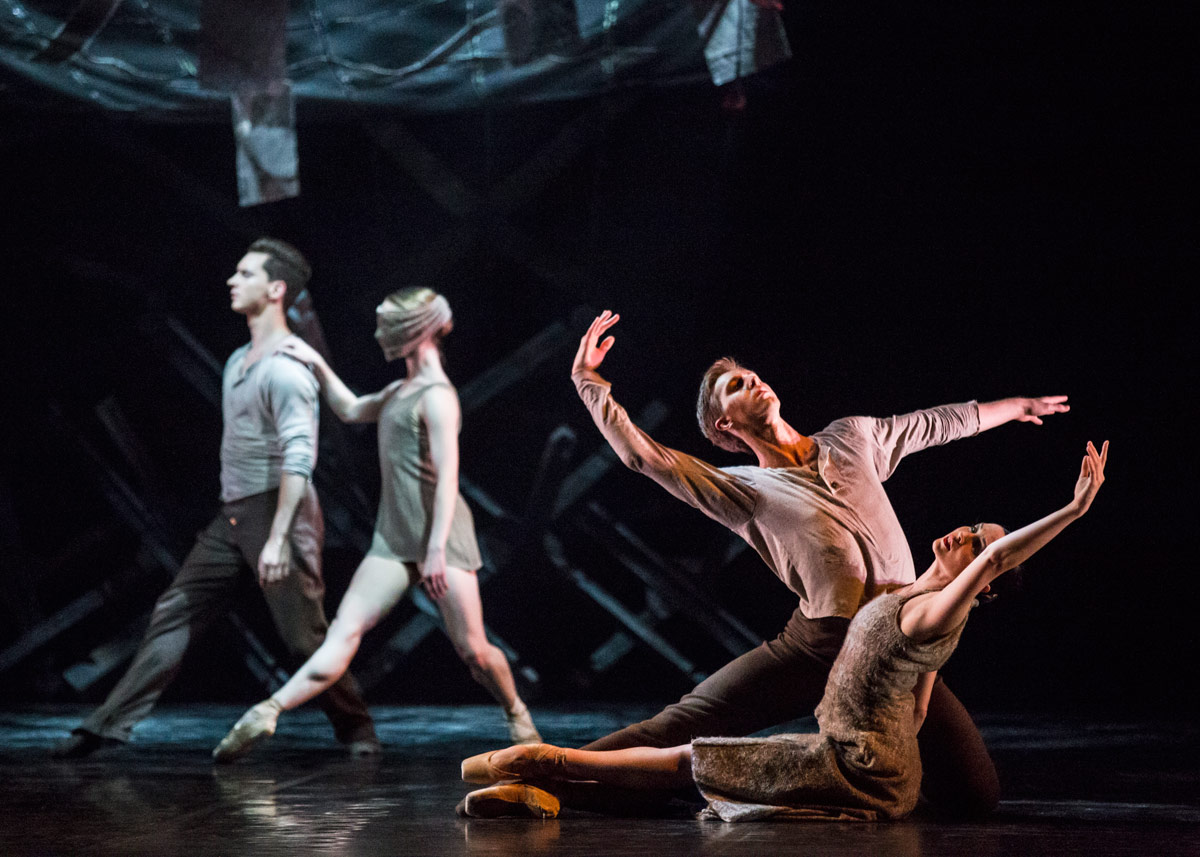 Paul Mathews and Abigail Boyle in Dear Horizon by Andrew Simmons.© Ellie Richards. (Click image for larger version)
