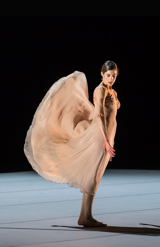 Lorena Justribo Manion in <I>Scene d'Amour</I>.<br />© Foteini Christofilopoulou. (Click image for larger version)