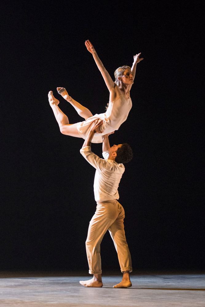 Dane Hurst and Hannah Rudd in Kim Brandstrup's <I>Transfigured Night</I>.<br />© Foteini Christofilopoulou. (Click image for larger version)