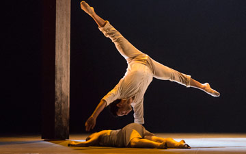 Dane Hurst and Hannah Rudd in Kim Brandstrup's Transfigured Night.© Foteini Christofilopoulou. (Click image for larger version)