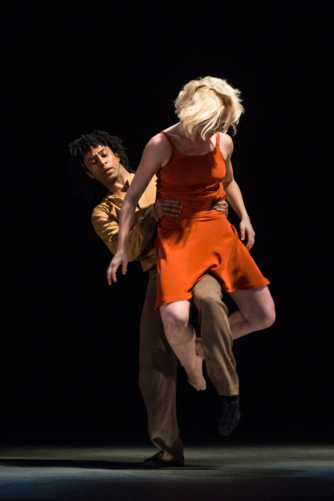 Miguel Altunaga and Simone Damberg Wurtz in Kim Brandstrup's <I>Transfigured Night</I>.<br />© Foteini Christofilopoulou. (Click image for larger version)