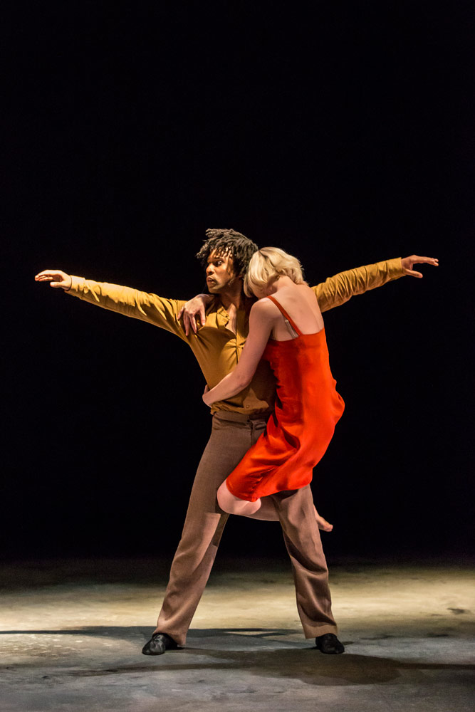 Simone Damberg Wurtz and Miguel Altunaga in Kim Brandstrup's Transfigured Night.© Johan Persson. (Click image for larger version)