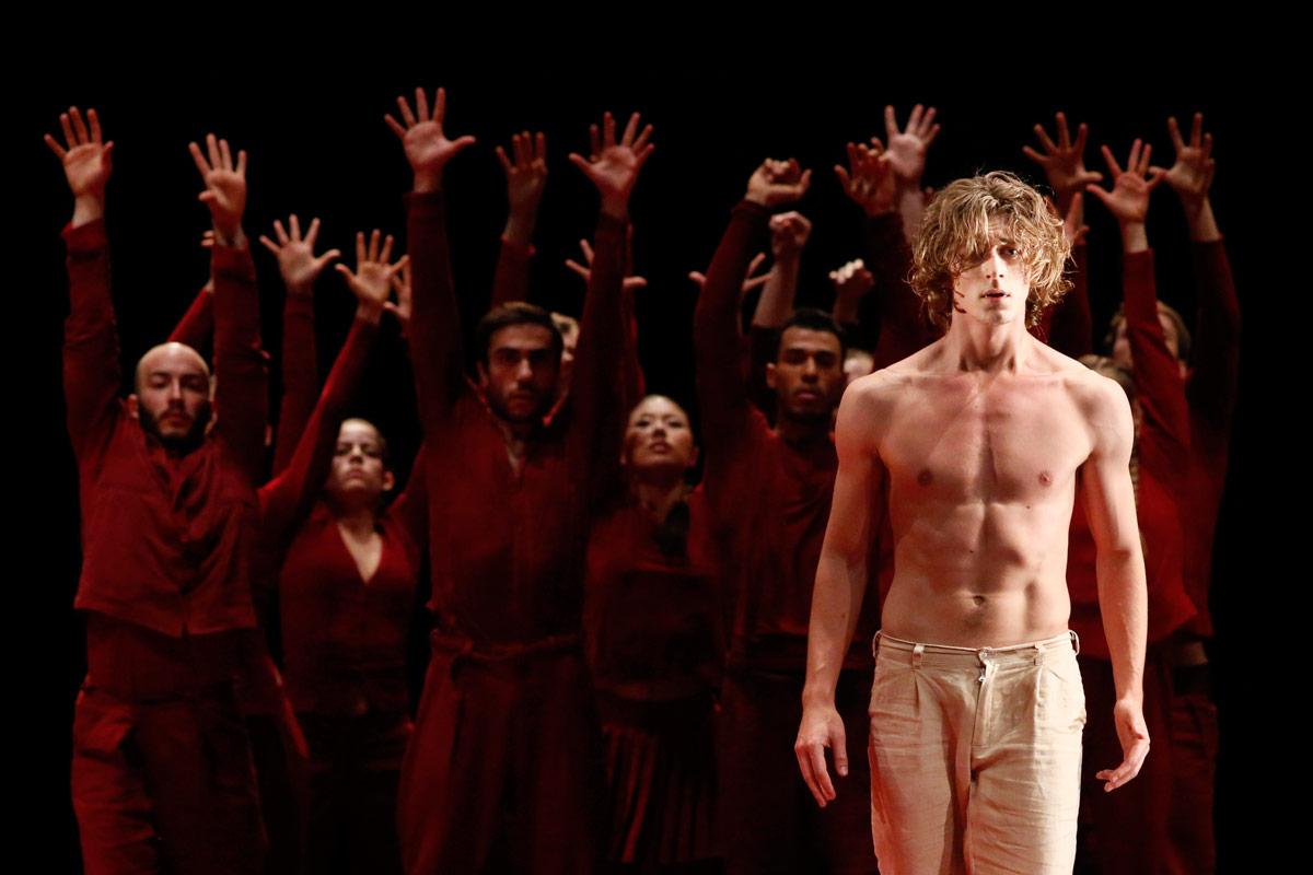 Beniamin Citkowski, with the Greek Chorus, in Phaedra.© K Mystkowski. (Click image for larger version)