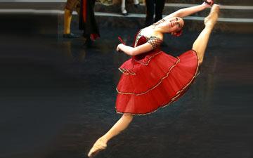 Anastasia Turchina in Don Quixote.© Marina Vatanskaya, Russian State Ballet of Astrakhan. (Click image for larger version)