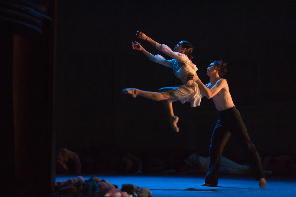 Julie Loria andTakafumi Watanabe in The Beast and Beauty.© David Herrero. (Click image for larger version)