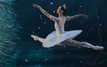 Alison McWhinney in The Nutcracker.© Dave Morgan. (Click image for larger version)