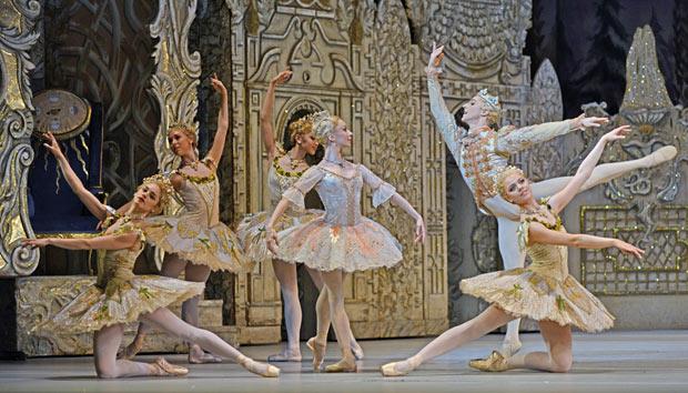 Romany Pajdak, Grace Blundell, Chisato Katsura, Iana Salenko, Steven McRae and Gina Storm-Jensen in <I>The Nutcracker</I>.<br />© Dave Morgan, courtesy the Royal Opera House. (Click image for larger version)