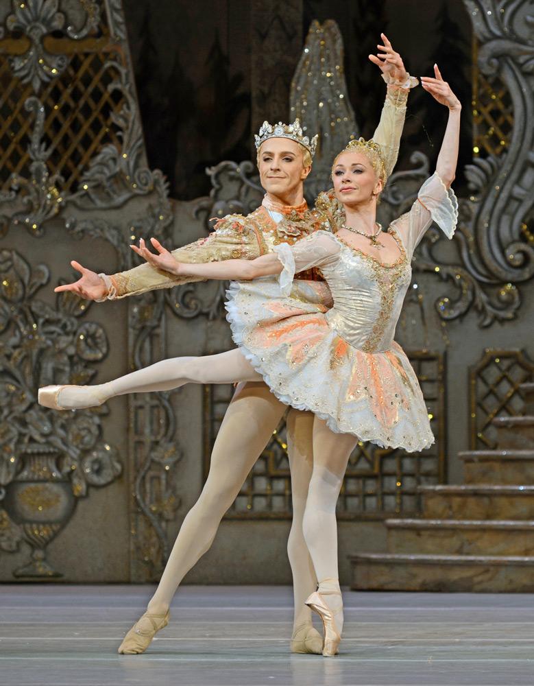 Iana Salenko and Steven McRae in The Nutcracker.© Dave Morgan, courtesy the Royal Opera House. (Click image for larger version)